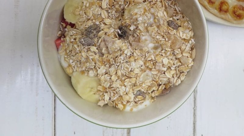 Picture of Muesli with bananas and milk