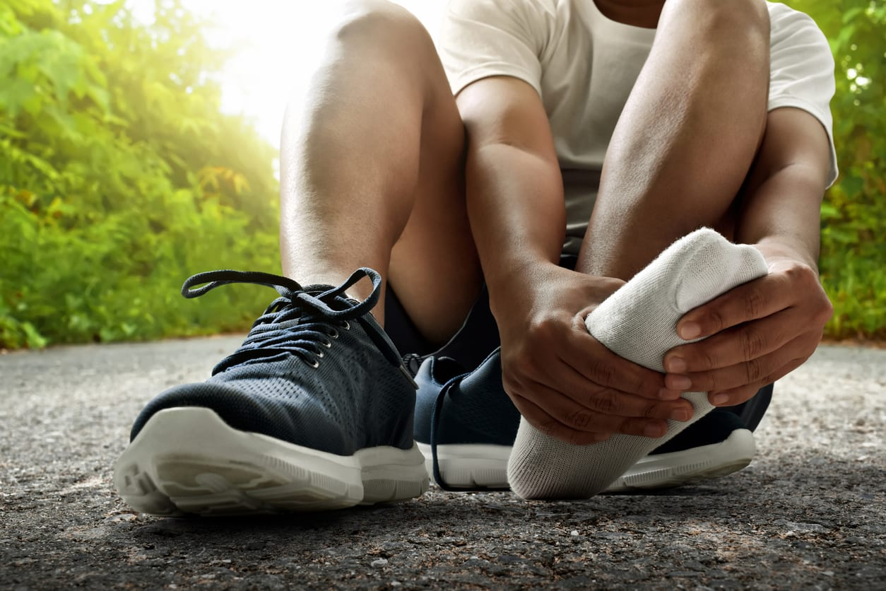 runner with blisters on feet - causes - treatment